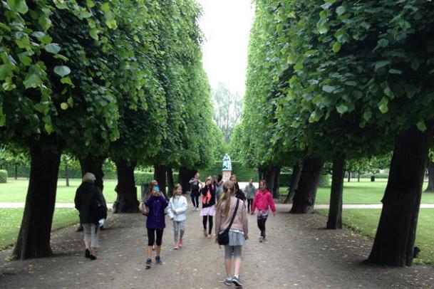 14 piger og tusind og en hat i Rundetårn