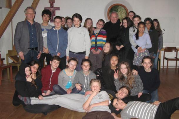 Elever fra 7. og 8. klasse går i kloster... 2