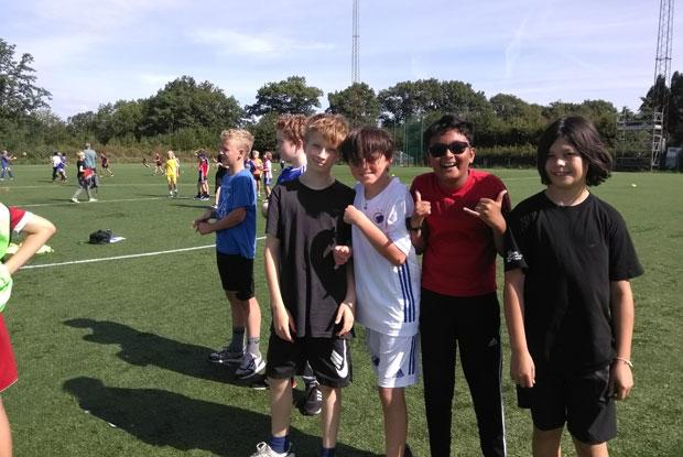 6i boys about to play tårnbold